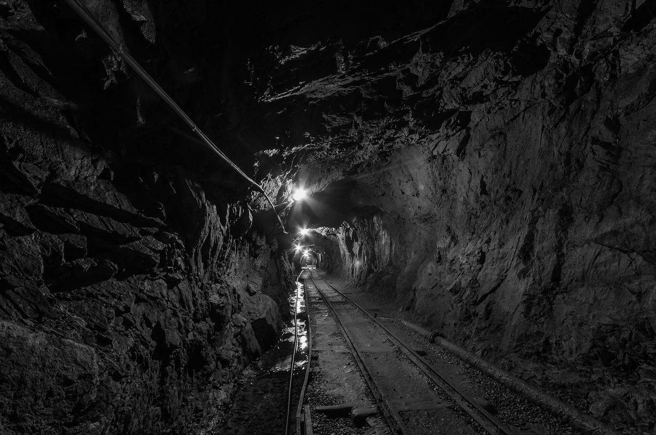 tunnel-957963_1280.jpg